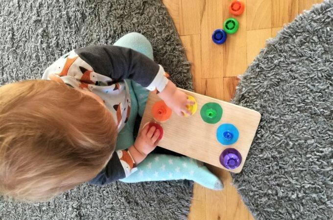 DIY: Sorter kolorów z plastikowych nakrętek