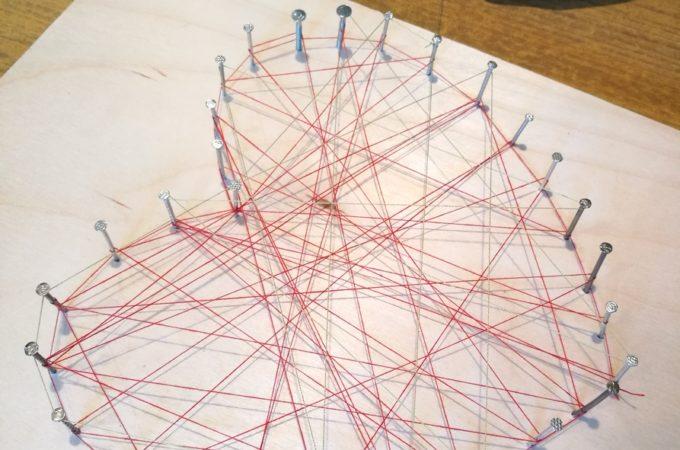 DIY: obrazek z gwoździ i nici