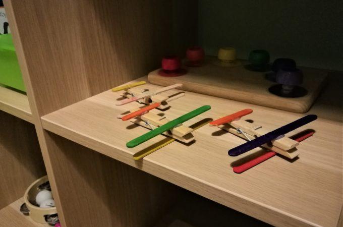 Drewniane samoloty z klamerek DIY