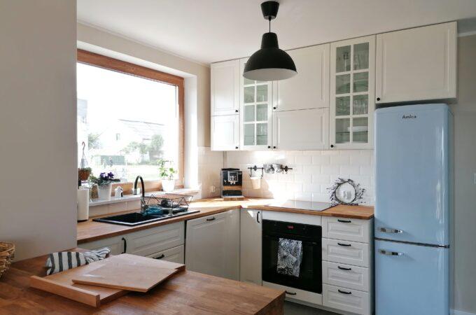 Biel z nutą retro, czyli jak urządziliśmy kuchnię w naszym domu