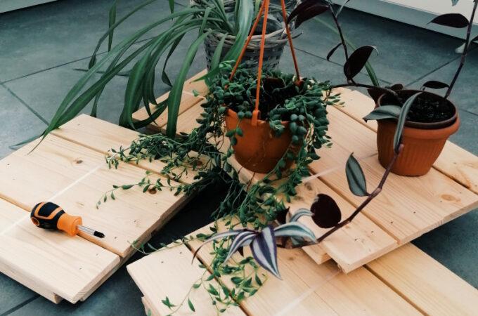 DIY półka z drewnianych skrzyneczek
