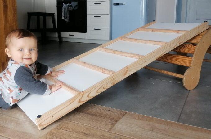 DIY: zjeżdżalnia – ścianka wspinaczkowa do drewnianego bujaka montessori
